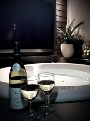 露天風呂でワイン